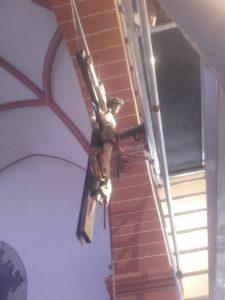 Kruzifix schwebend